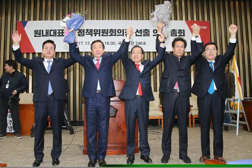 자유한국당 새 원내 사령탑에 3선의 김성태 의원 당선...정책위의장엔 함진규 의원!