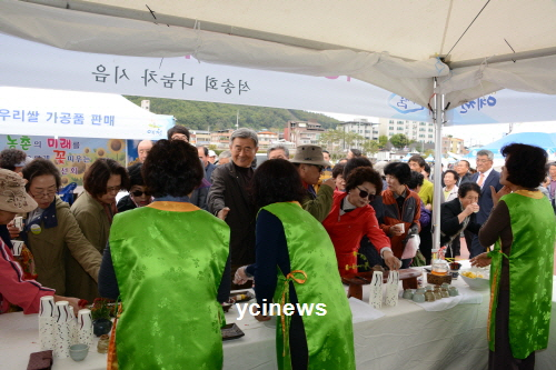 김수남 전 군수 군민의 한사람으로 축제 성공 기여하고파 축제장 찾았다!