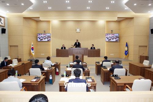 김동진 통영시장, 불출마 선언...내연녀와 20년 불륜 폭로 사건이 발목 잡았나?